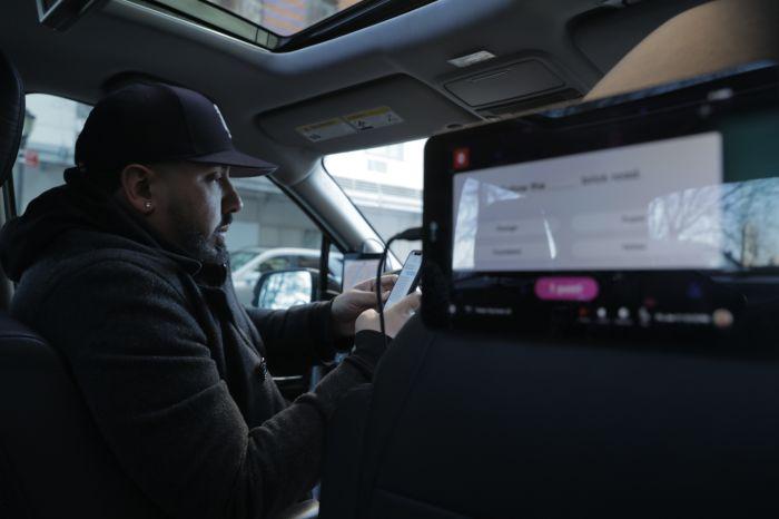 Play Octopus driver Al Castillo in his car